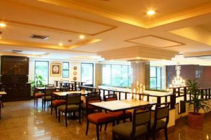 White-Palace-Hotel-Bangkok-Thailand-Restaurant.jpg