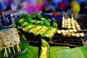 Wua-Lai-Walking-Street-Chiang-Mai-Thailand-07.jpg